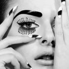 Глаз в черно-белом.